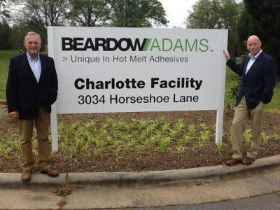 Собственицците на Beardow Adams Ник Бирдоу и Боб Адамс при откриването на завода си в САЩ